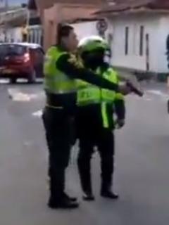 Policías disparan a ciudadanos que se oponían a un procedimiento en Tocancipá