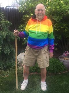 Anciano se declara gay.