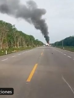 Avioneta incendiada en carretera de México
