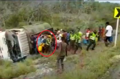Policías intentaron salvar a personas en Tasajera