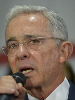 Álvaro Uribe agachó la cabeza, según panelista de Blu Radio