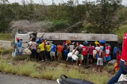 Muere persona que quedó herida de la explosión de camión con gasolina