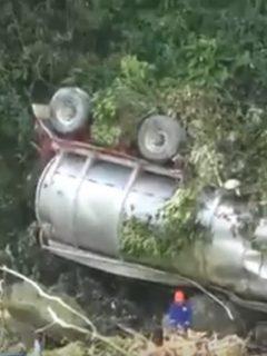 Villeta, sin agua por accidente de camión con combustible, en río