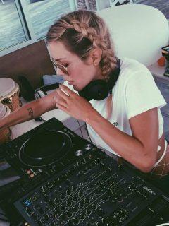 Natalia París niega participación en fiesta clandestina y le tira a otros famosos
