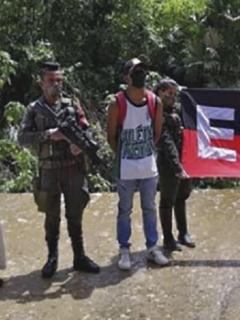 Foto donde el Eln compara a alias 'Perica' o 'Copete' con Salvador Jaime Durán