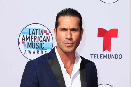 Sin censura, Gregorio Pernía 'peló' sus nalgas cincuentonas en Instagram