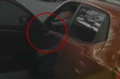 Hombre-amenaza-a-ambulancia-con-pistola