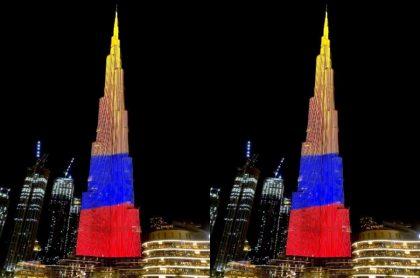 Videos: Torre Burj Khalifa con los colores de bandera de Colombia