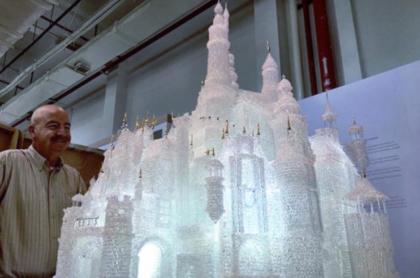 Niños rompen escultura de cristal valorada en 64.000 dólares.