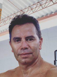 Con 7 kilos menos, Jhonny Rivera se animó a mostrar sin camisa cómo está su cuerpo