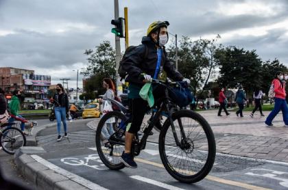 Ciclista durante la pandemia de COVID-19 en Bogotá
