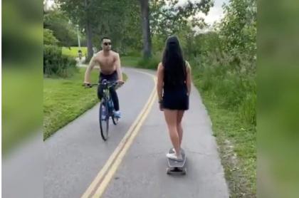 Ciclista escupe e insulta a mujer asiática, en Canadá.