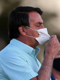 Jair Bolsonaro, presidente de Brasil, afirmó que no es responsabilidad del gobierno llevar oxígeno al Amazonas, que está en crisis por el COVID-19.