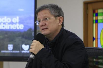 Luis Fernando Suárez, gobernador encargado de Antioquia, cree que se contagió de coronavirus por recibir chocolate