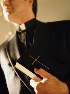 Relato de hombre que fue abusado cuando niño por un sacerdote, en Bogotá