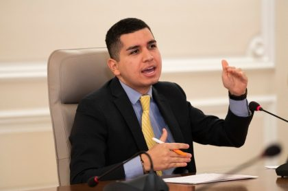 """Casi me da un infarto"": ministro agacha cabeza y admite error en decreto de subsidios"