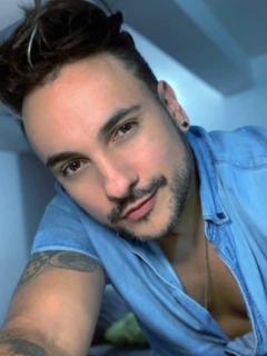 Por visita de un amigo, el cantante Nacho Acero se contagió en su propia casa.