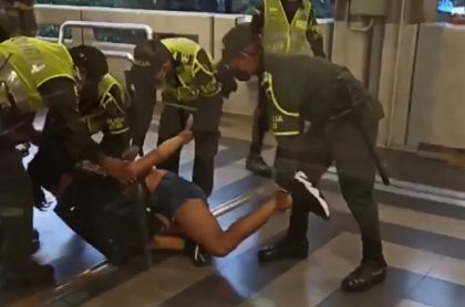 Presunto abuso policial en Metro de Medellín