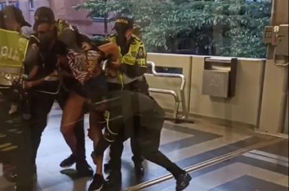 Mujer trans arrastrada por Policías en Medellín