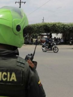 Periodista denuncia atropellos de dos policías
