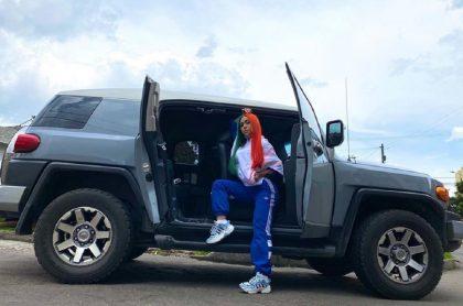 Así quedó camioneta de Yina Calderón luego de accidente.