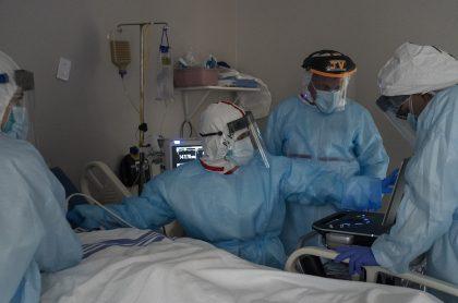 Comisionado de la OEA venezolano le dice a Colombia que no traiga médicos cubanos, sino que contrate venezolanos