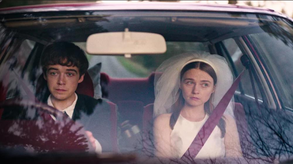 """""""The End of the F***ing World"""": comedia negra británica basada en la novela homónima que muestra el viaje en carretera que realizan un joven psicópata y su compañera rebelde."""
