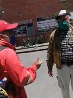 Anciano-ataca-a-funcionario