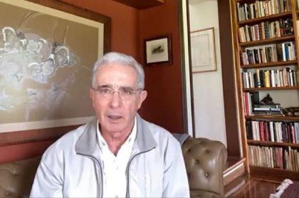 Abogados de Álvaro Uribe han estado involucrados en montajes y manipulación de testigos