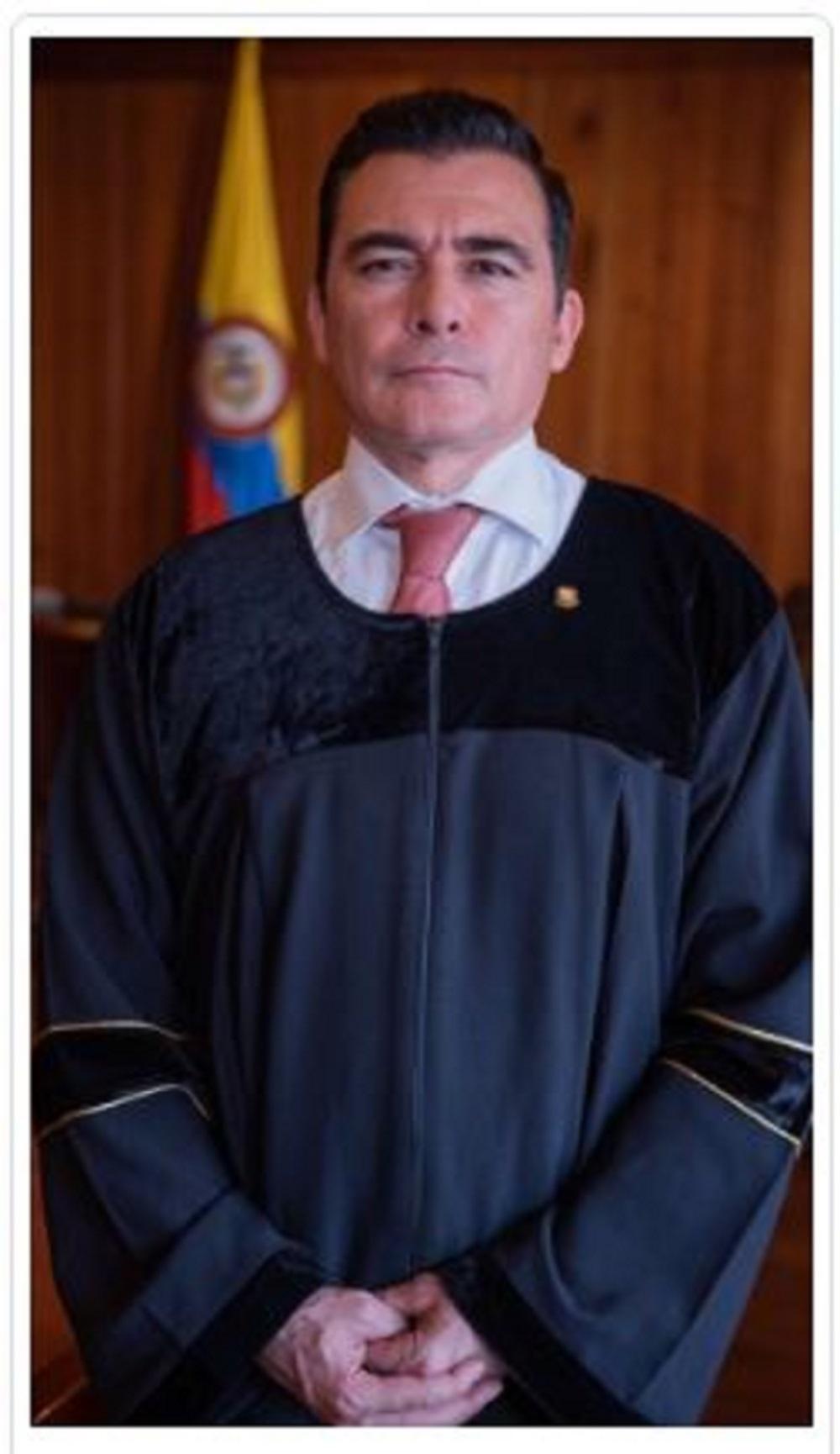 El magistrado César Reyes es el ponente de la decisión y experto en Derechos Humanos. Trabajó como consultor de la Agencia de los Estados Unidos para el Desarrollo Internacional (USAID) en el programa de Fortalecimiento de la Justicia.