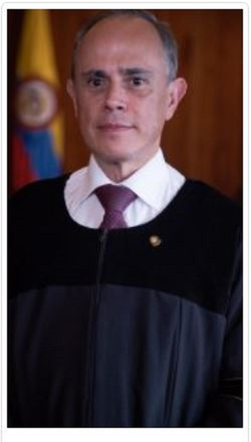 El magistrado Marco Antonio Rueda Soto es un juez de carrera y ocupó el cargo de magistrado del Tribunal Superior de Bogotá, en donde emitió condenas en procesos contra carteles de la corrupción.