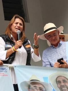Paola Holguín y Álvaro Uribe