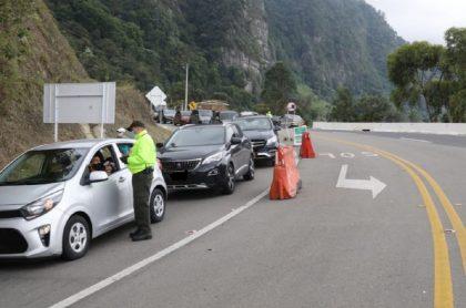 Multan a conductores que se van de puente en Cundinamarca