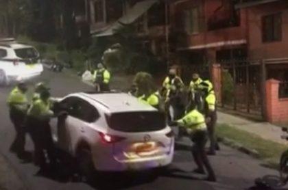 Conductor-arrolló-a-policías-en-persecución-en-Medellín
