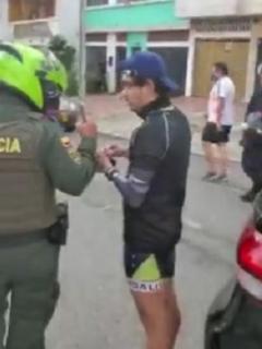 Cogen borracho y estrellado a funcionario de tránsito de Bucaramanga; no podía ni hablar.