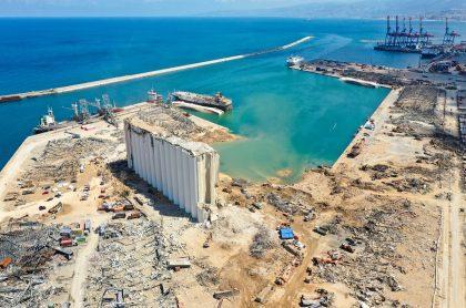 Vista aérea del puerto de Beirut 5 días después de la explosión que sacudió la capital de Líbano.