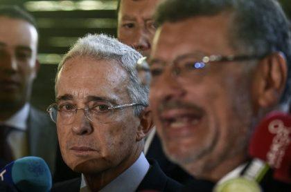 Álvaro Uribe y su defensor Jaime Granados