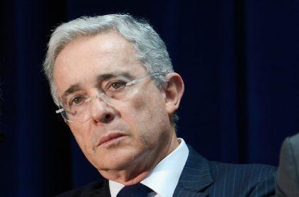 Álvaro Uribe, en proceso por falsos testigos