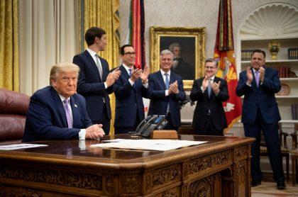 Trump celebra que Emiratos Árabes e Israel hayan firmado histórico acuerdo de paz.