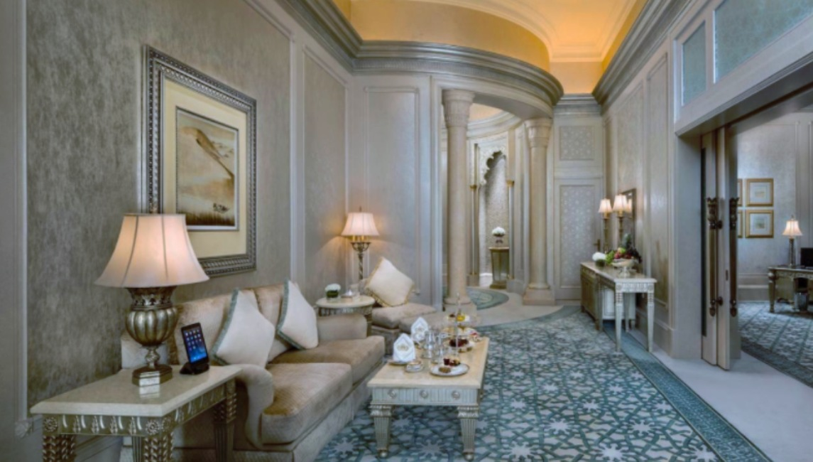 Sala de estar del Emirates Palace, hotel de Abu Dabi donde se estaría hospedando el rey Juan Carlos de España.