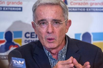 Álvaro Uribe renunció al Senado