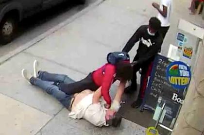 El agresor le habría mendigado dinero al policía pensionado.