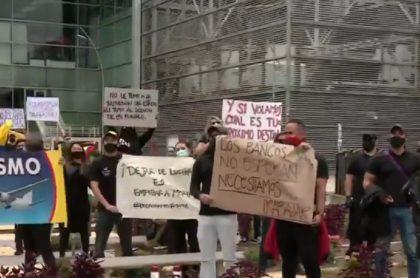 Protestas de trabajadores en aeropuerto El Dorado