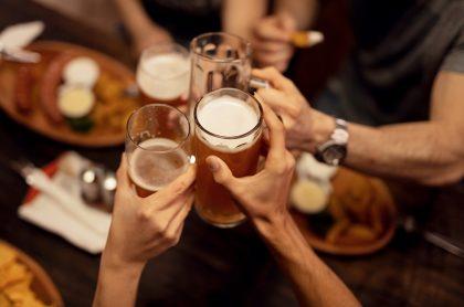 Aclaran que bares sí tienen permiso para vender bebidas alcohólicas, pero para llevar