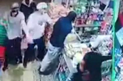 """Supermercado en Bosa tiene """"ladrones propios y cumplidos"""" que lo atracan fijo cada 15 días"""