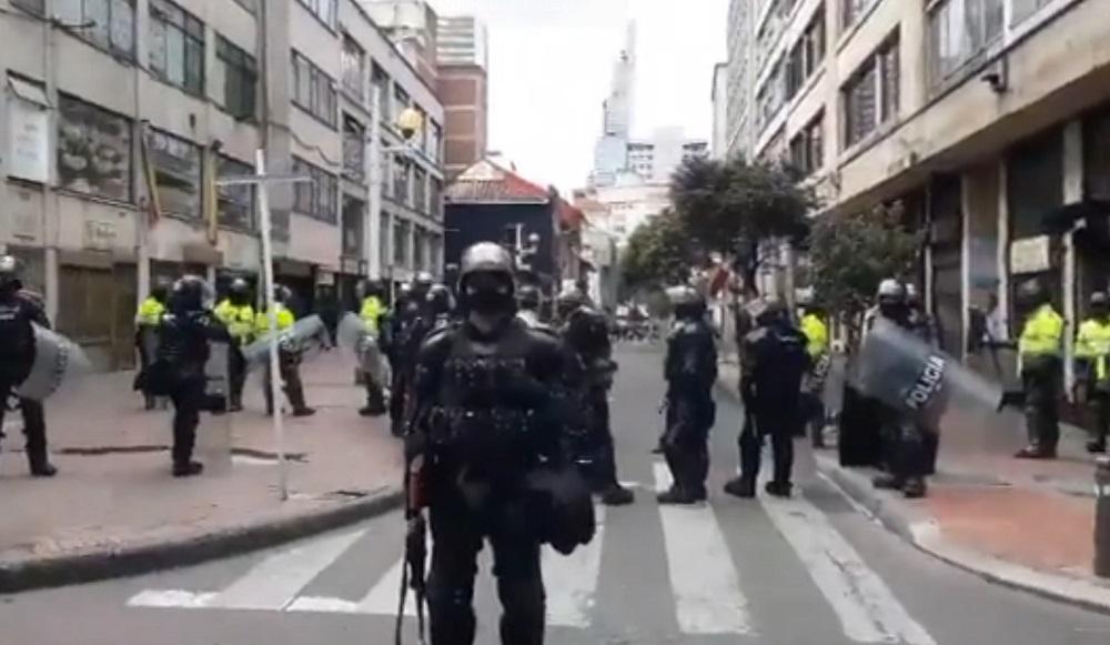 Este viernes 21 de agostos hubo choques entre el Esmad y varios manifestantes en el centro de Bogotá.