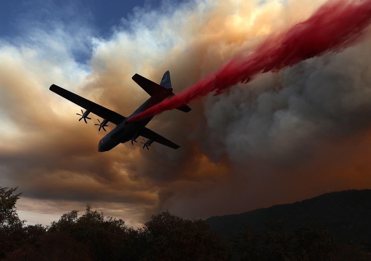 El departamento de bomberos de California, que tiene a 2.600 hombres trabajando, aseguró este sábado que el 15 % de la llamas han sido controladas.
