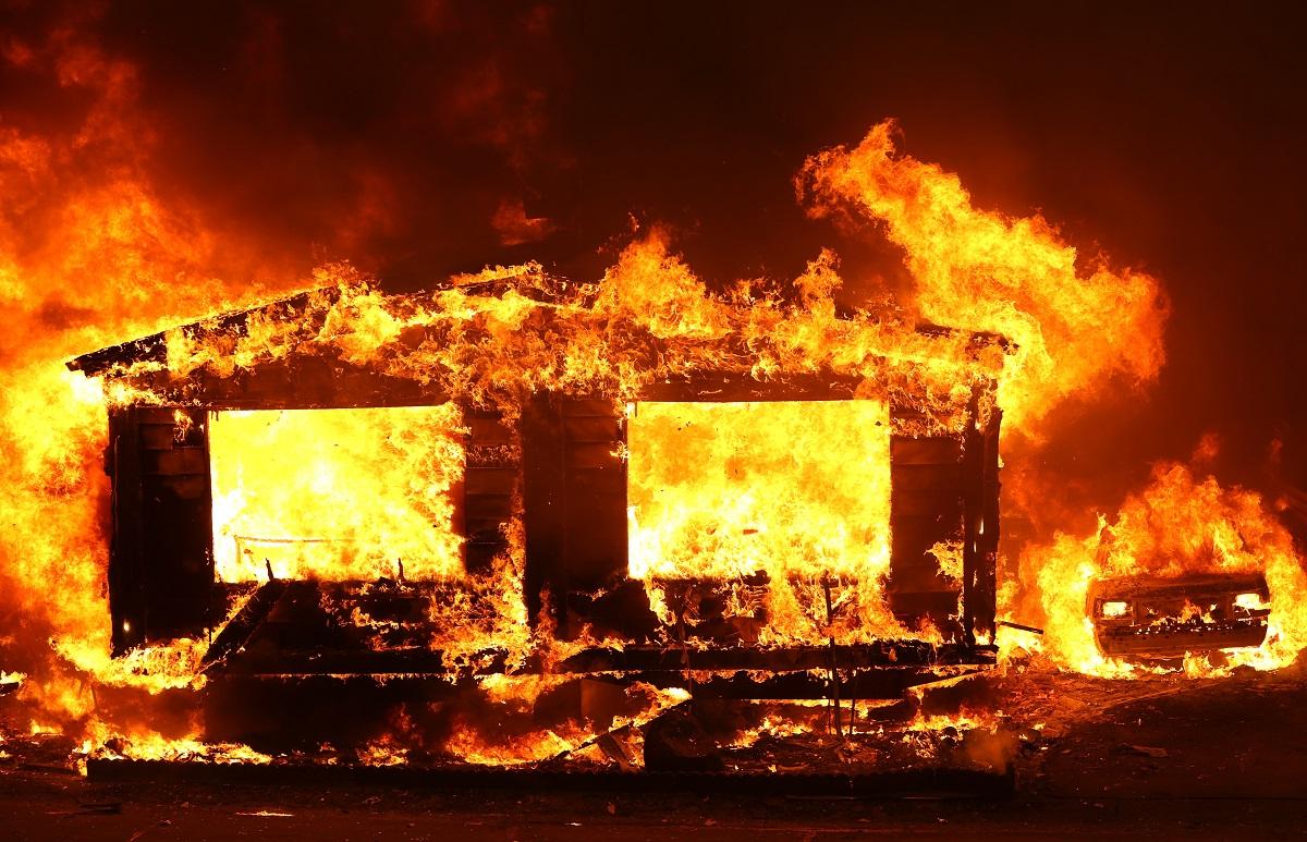 Los incendios dejan hasta el momento 6 personas muertas, decenas de edificaciones afectadas y más de 240.000 hectáreas destruidas.