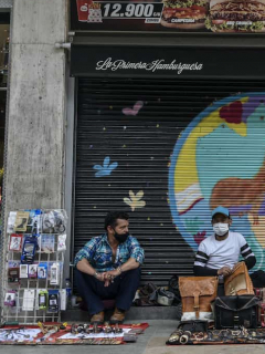 Imagen de vendedores informales para ilustrar nota sobre acceso a subsidios