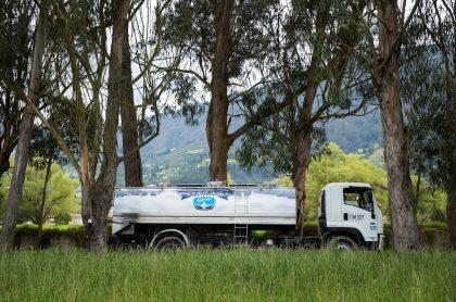 Camión de Alpina que ilustra nota sobre la sostenibilidad de 2019 de la compañía